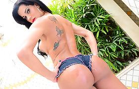 Tgirl Nathany Gomes enjoys extreme blowjob with hunk bf